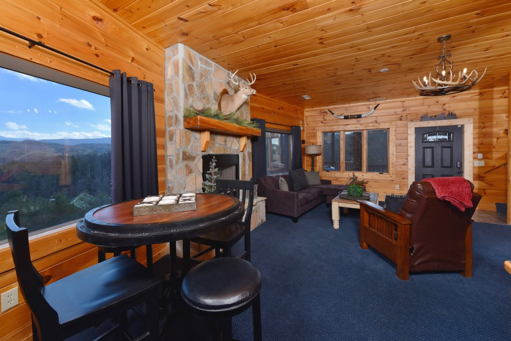 Photo of a Pigeon Forge Cabin named Mountain Splendor - This is the fifty-eighth photo in the set.
