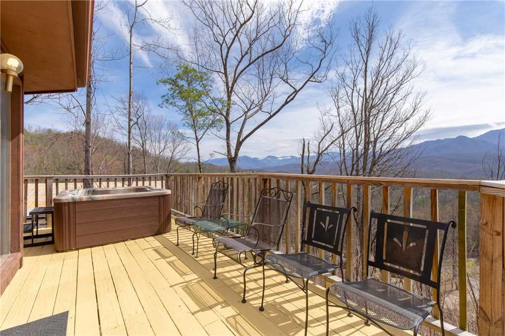 Photo of a Gatlinburg Cabin named Right At Home - This is the eighteenth photo in the set.