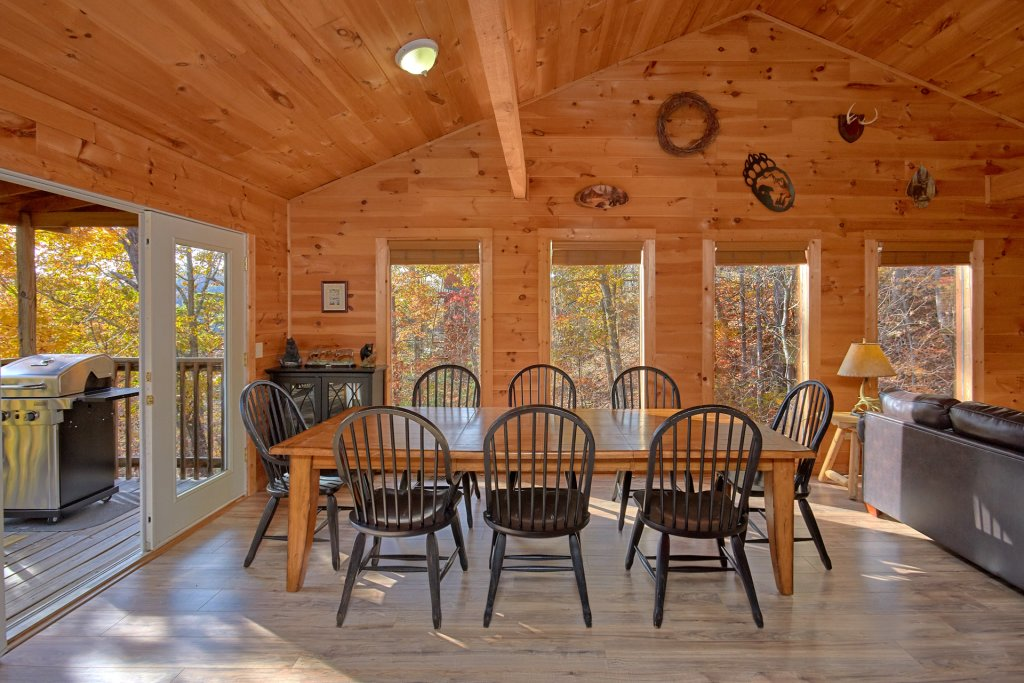 Photo of a Sevierville Cabin named Big Pine Lodge - This is the eighteenth photo in the set.