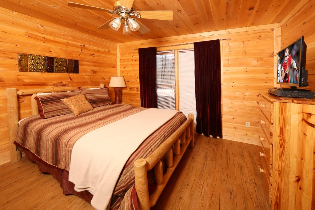 Photo of a Pigeon Forge Cabin named Big Pine Lodge - This is the twenty-first photo in the set.