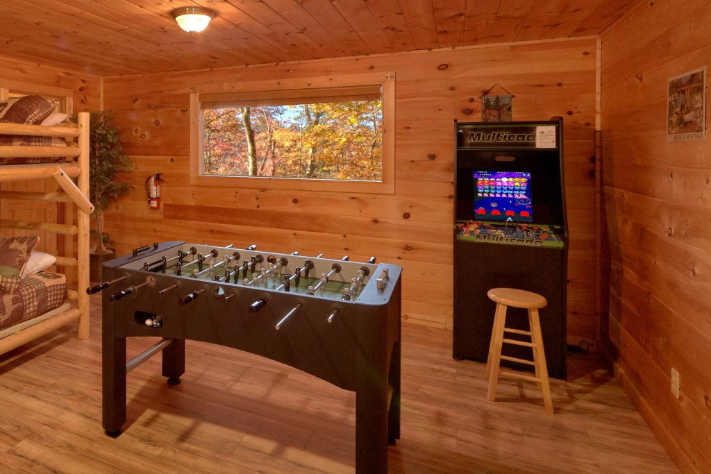Photo of a Sevierville Cabin named Big Pine Lodge - This is the fourteenth photo in the set.