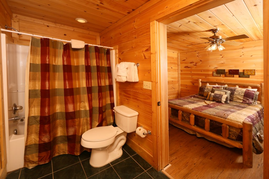 Photo of a Pigeon Forge Cabin named Big Pine Lodge - This is the twentieth photo in the set.