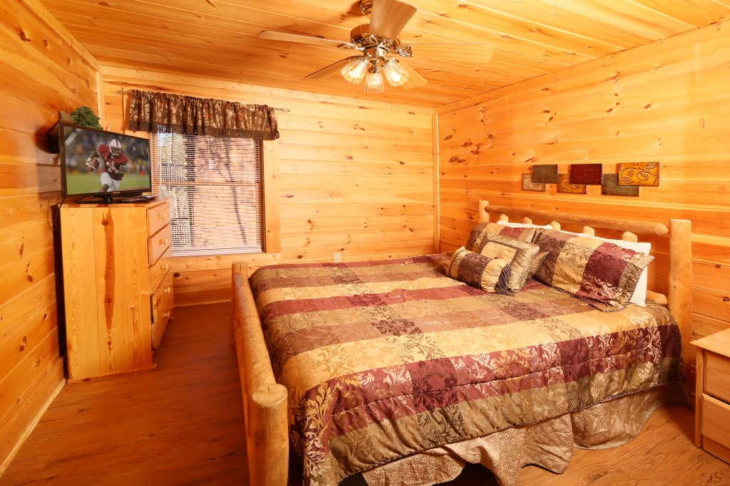Photo of a Pigeon Forge Cabin named Big Pine Lodge - This is the nineteenth photo in the set.