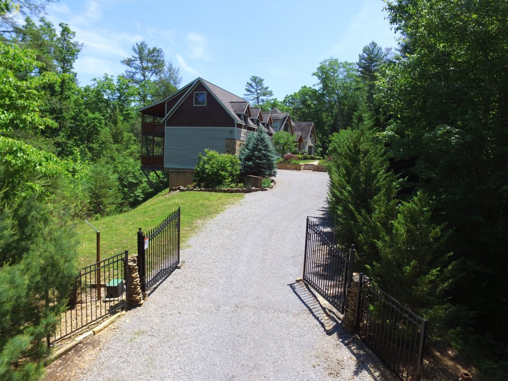 Photo of a Pigeon Forge Cabin named Birds Creek Mansion #650 - This is the twenty-second photo in the set.