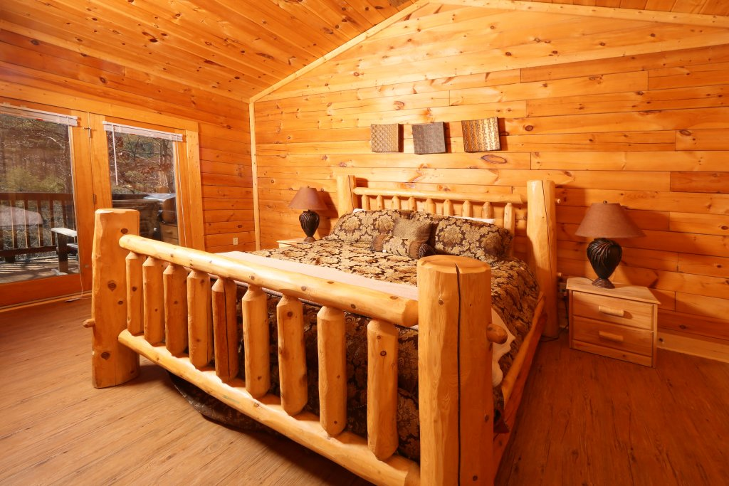 Photo of a Pigeon Forge Cabin named Big Pine Lodge - This is the twelfth photo in the set.