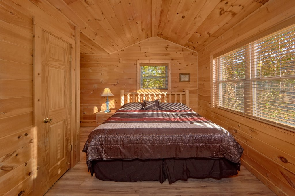 Photo of a Sevierville Cabin named Big Pine Lodge - This is the twenty-seventh photo in the set.