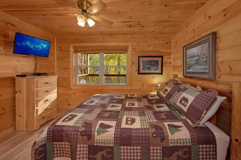 Photo of a Sevierville Cabin named Big Pine Lodge - This is the twenty-fourth photo in the set.