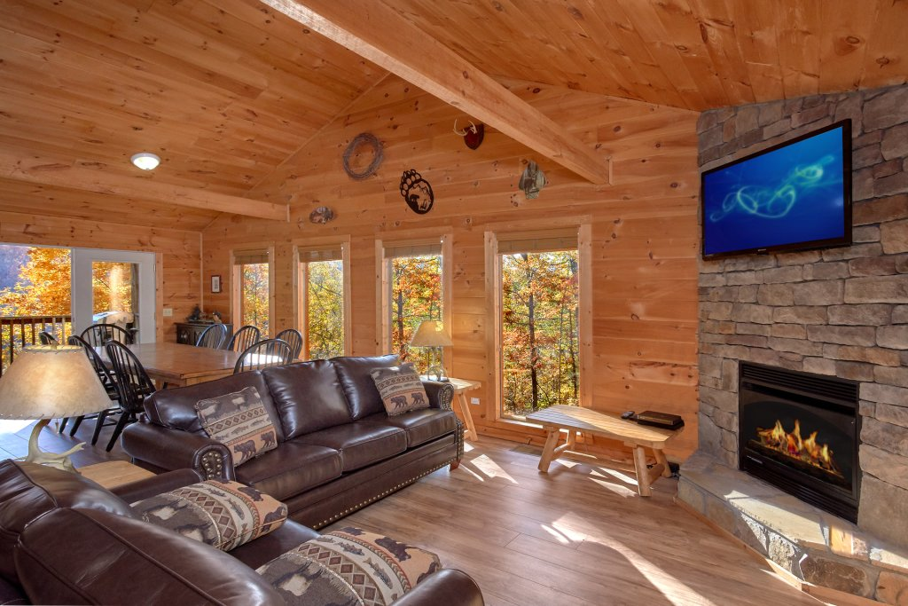 Photo of a Sevierville Cabin named Big Pine Lodge - This is the seventeenth photo in the set.