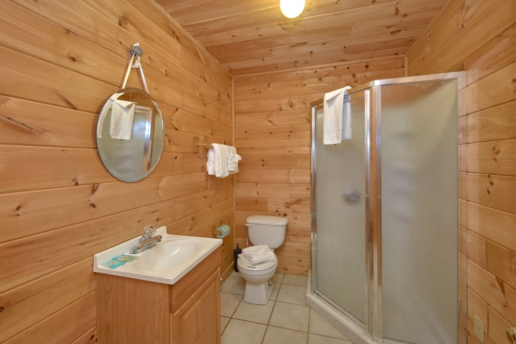 Photo of a Sevierville Cabin named Big Pine Lodge - This is the twenty-second photo in the set.