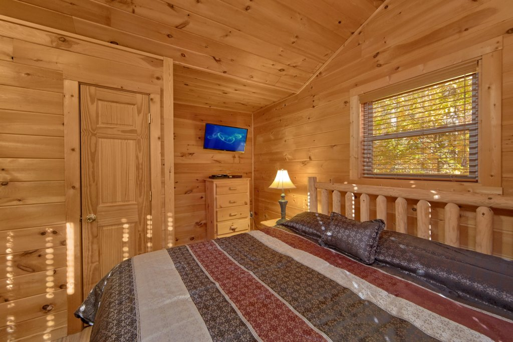 Photo of a Sevierville Cabin named Big Pine Lodge - This is the twenty-eighth photo in the set.