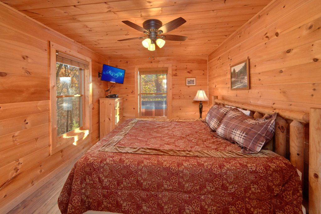 Photo of a Sevierville Cabin named Big Pine Lodge - This is the thirty-sixth photo in the set.