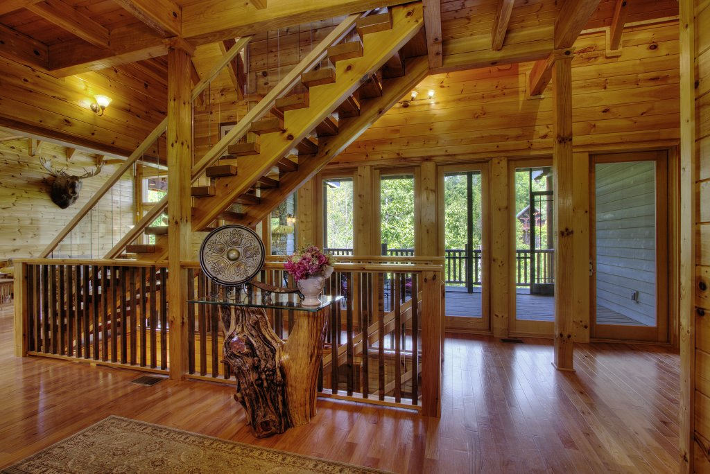 Photo of a Pigeon Forge Cabin named Birds Creek Mansion #650 - This is the seventy-fifth photo in the set.