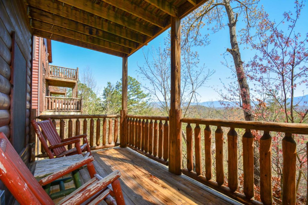 Photo of a Pigeon Forge Cabin named Bearadise - This is the first photo in the set.