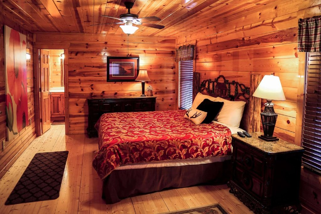 Photo of a Pigeon Forge Cabin named Bearadise - This is the fourth photo in the set.