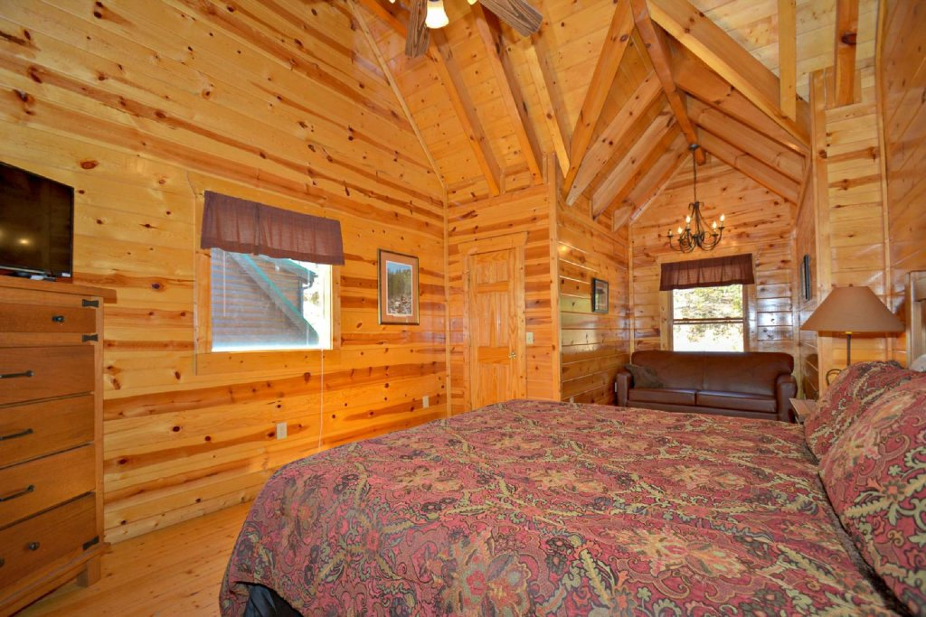 Photo of a Pigeon Forge Cabin named Bearadise - This is the twenty-first photo in the set.