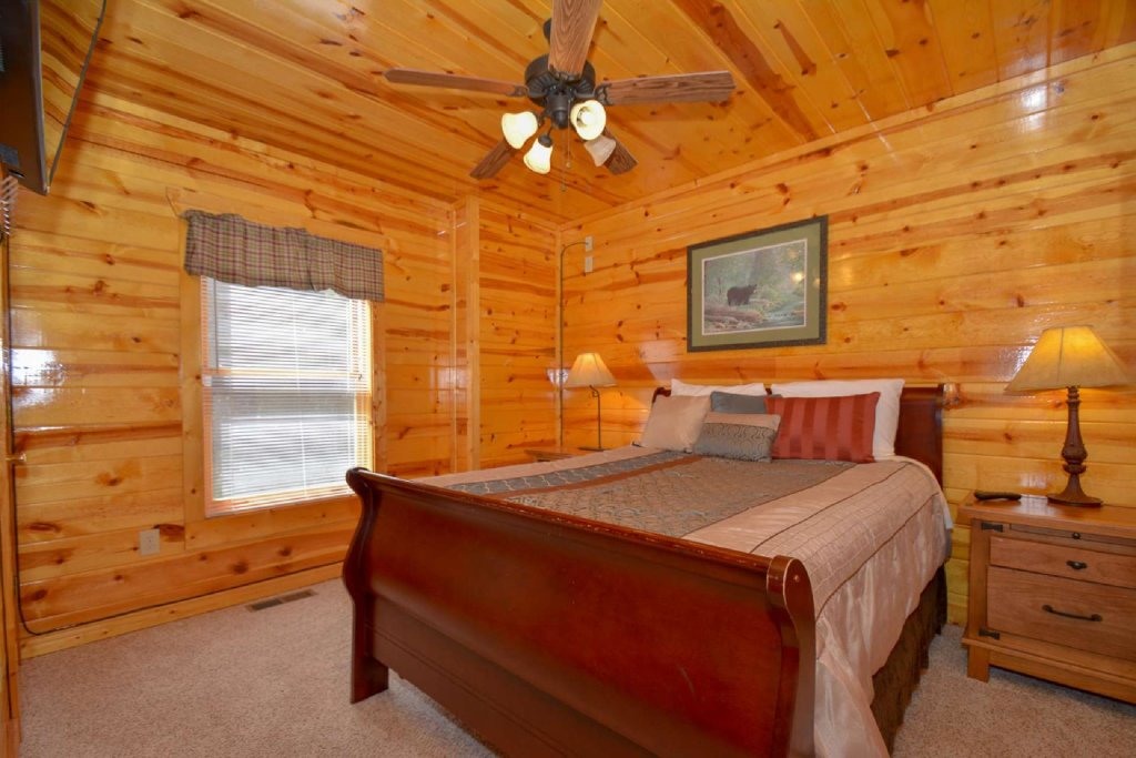 Photo of a Pigeon Forge Cabin named Bearadise - This is the twenty-second photo in the set.