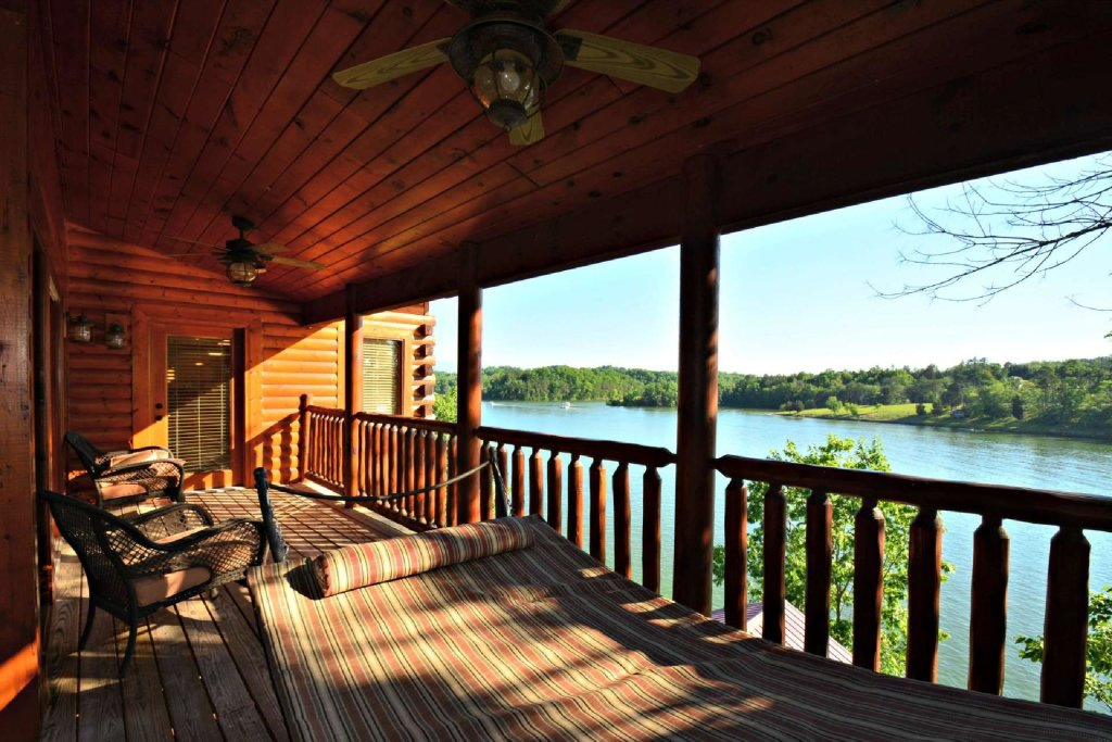 Photo of a Sevierville Cabin named Lakeside And Lovin It - This is the fourth photo in the set.