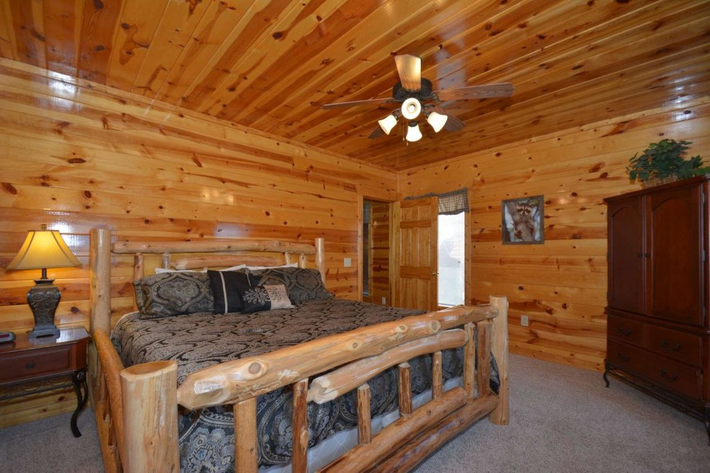 Photo of a Pigeon Forge Cabin named Bearadise - This is the twenty-sixth photo in the set.