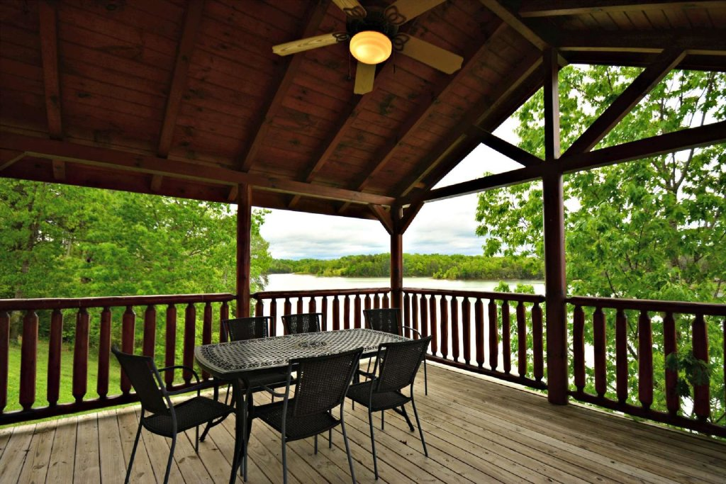 Photo of a Sevierville Cabin named Lakeside And Lovin It - This is the sixteenth photo in the set.