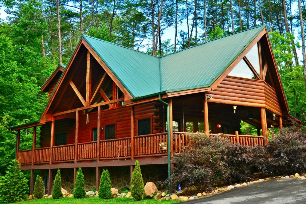 Photo of a Sevierville Cabin named Kozy Lodge - This is the third photo in the set.