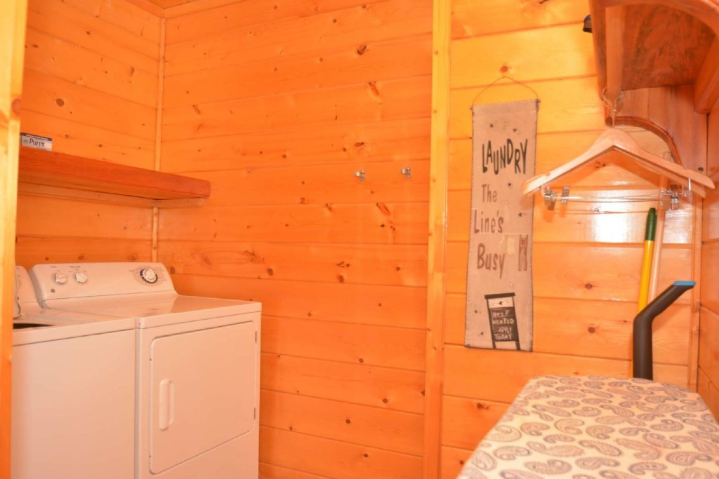 Photo of a Sevierville Cabin named Kozy Lodge - This is the twenty-first photo in the set.