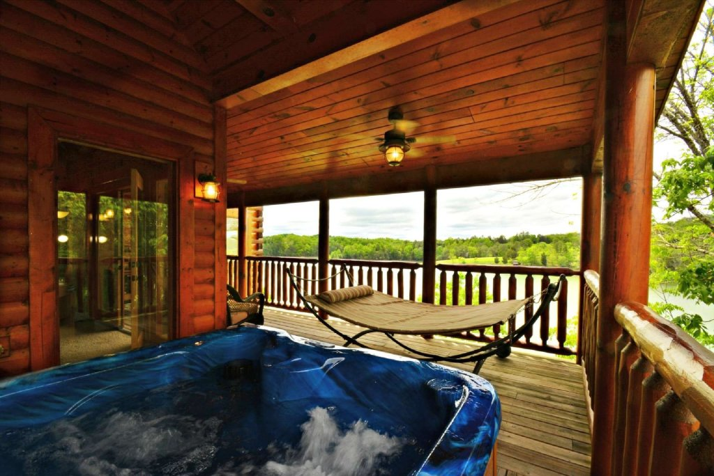 Photo of a Sevierville Cabin named Lakeside And Lovin It - This is the eighth photo in the set.