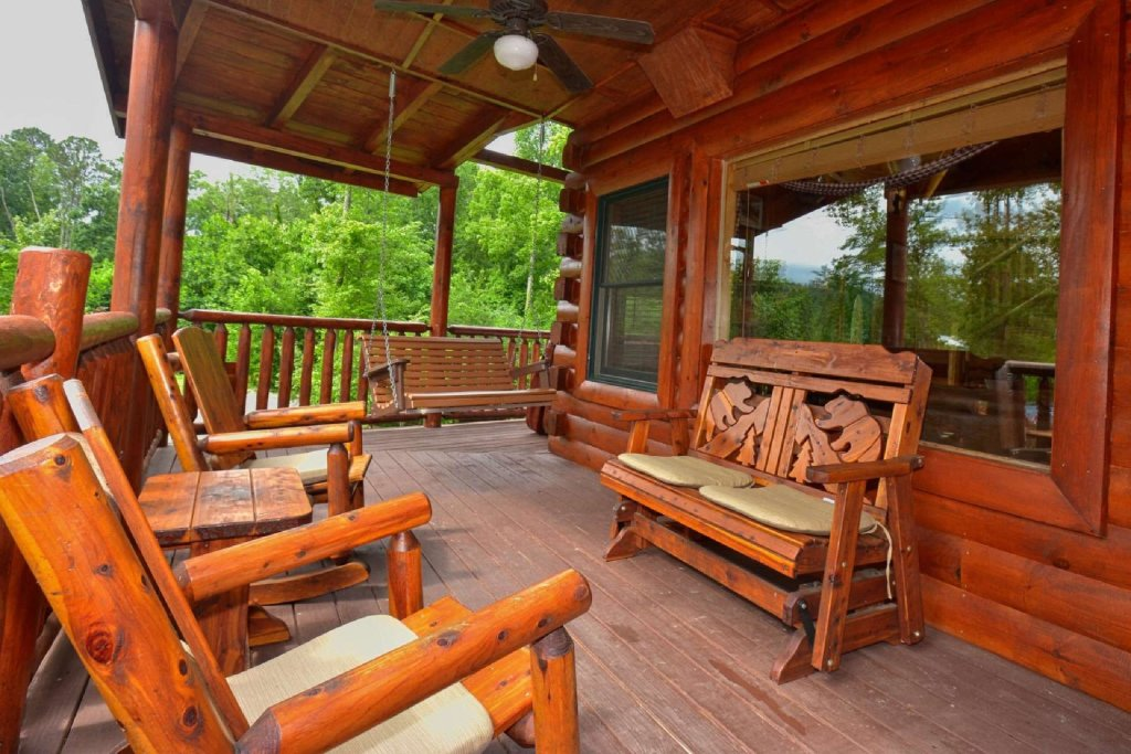 Photo of a Sevierville Cabin named Kozy Lodge - This is the seventh photo in the set.