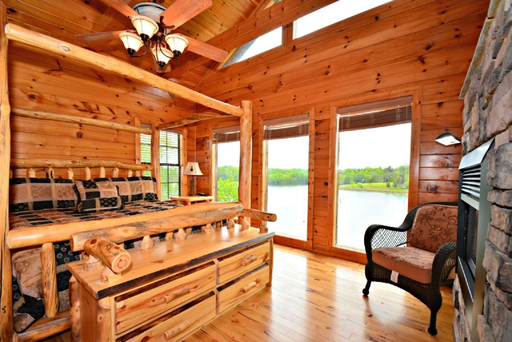 Photo of a Sevierville Cabin named Lakeside And Lovin It - This is the seventeenth photo in the set.