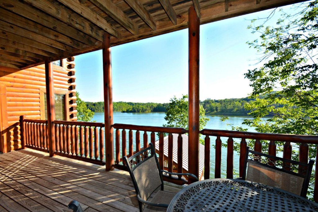 Photo of a Sevierville Cabin named Lakeside And Lovin It - This is the eighteenth photo in the set.