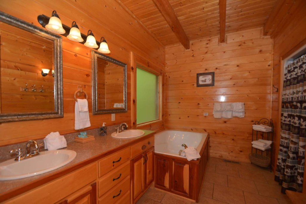 Photo of a Sevierville Cabin named Kozy Lodge - This is the twenty-second photo in the set.