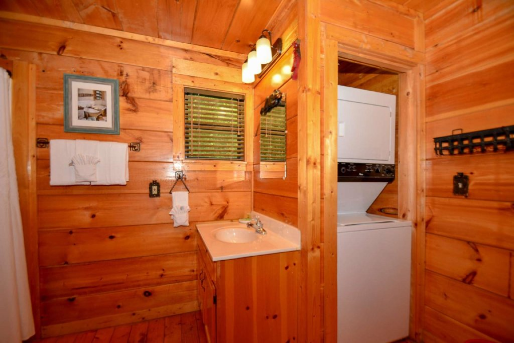 Photo of a Pigeon Forge Cabin named Dogwood Ridge - This is the eleventh photo in the set.