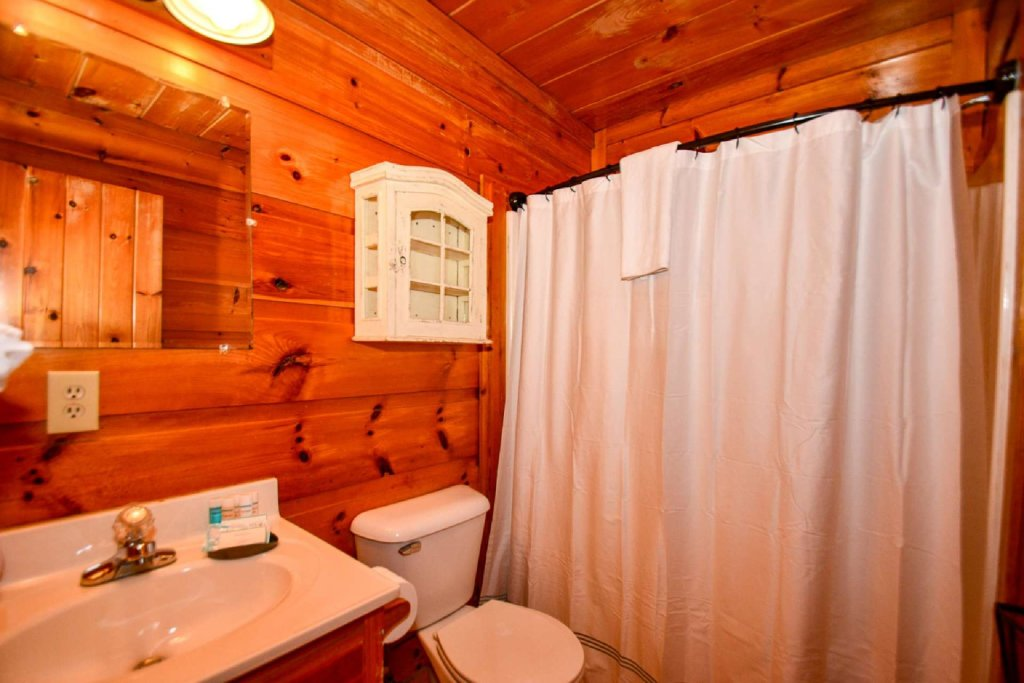 Photo of a Pigeon Forge Cabin named Dogwood Ridge - This is the twenty-third photo in the set.