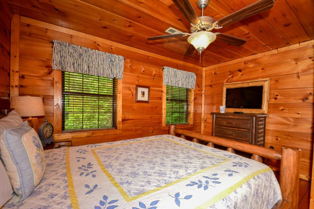 Photo of a Pigeon Forge Cabin named Dogwood Ridge - This is the thirty-second photo in the set.