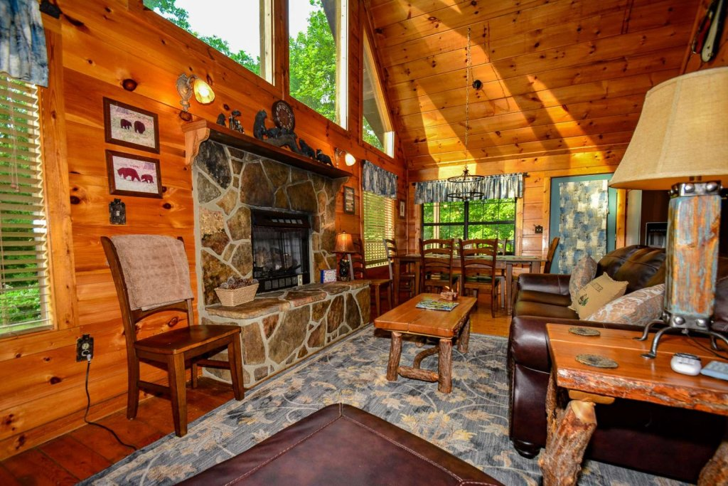 Photo of a Pigeon Forge Cabin named Dogwood Ridge - This is the thirty-third photo in the set.