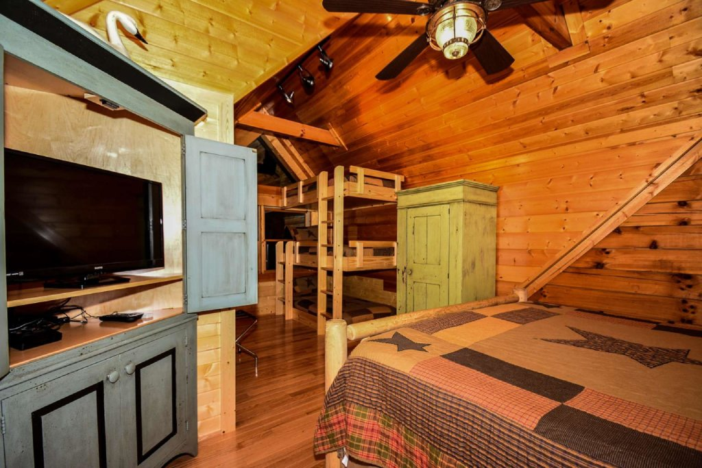 Photo of a Sevierville Cabin named Mountain Splendor - This is the eighteenth photo in the set.