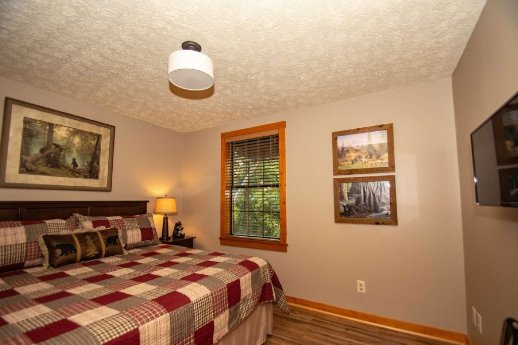 Photo of a Gatlinburg Cabin named Firefly Chalet - This is the fourteenth photo in the set.