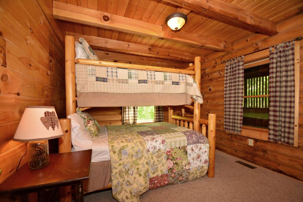 Photo of a Pigeon Forge Cabin named Haley's Hideaway Homestead - This is the seventh photo in the set.