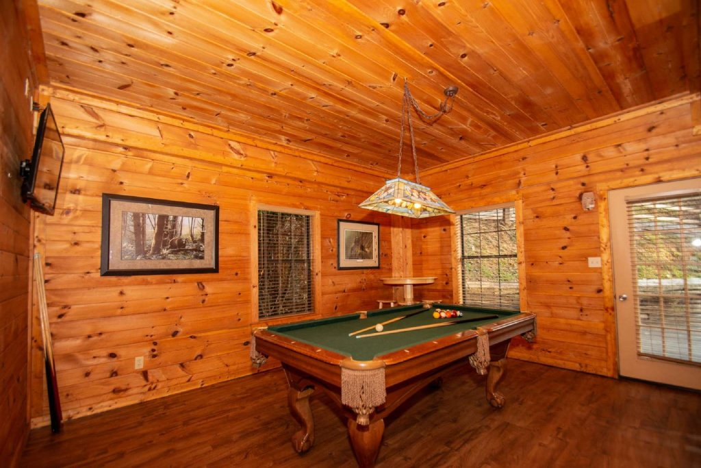 Photo of a Gatlinburg Cabin named Firefly Chalet - This is the twentieth photo in the set.