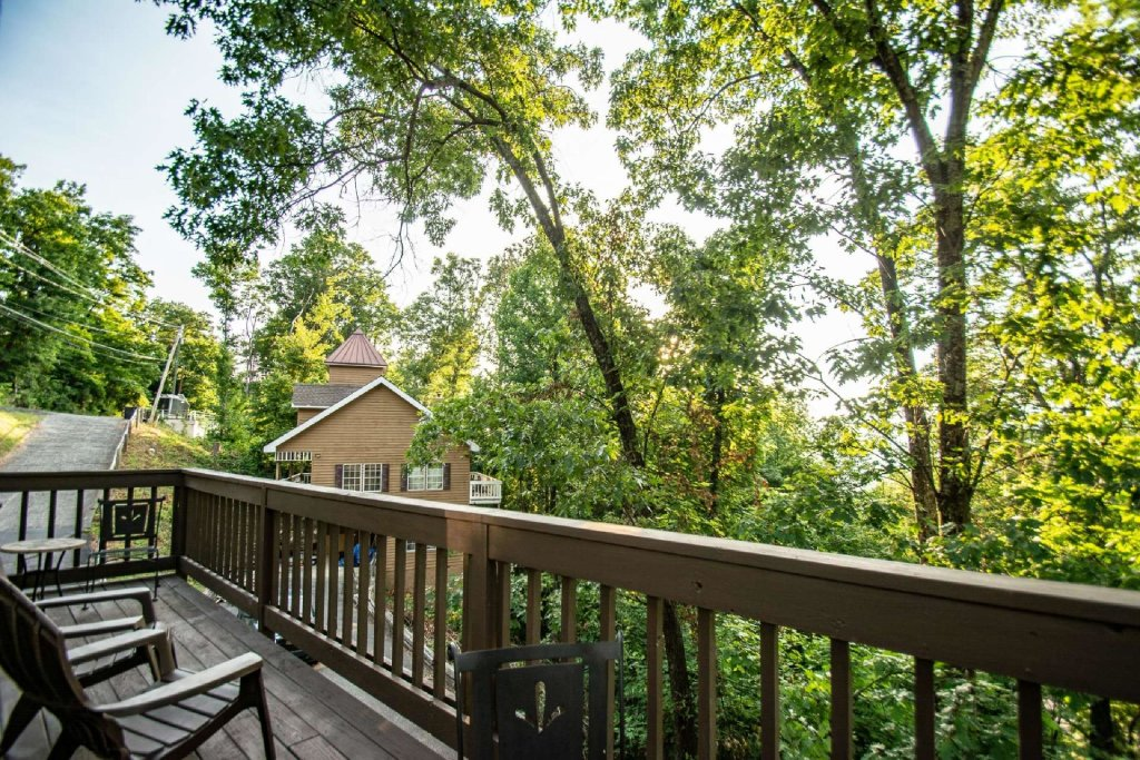 Photo of a Gatlinburg Cabin named Firefly Chalet - This is the twenty-third photo in the set.