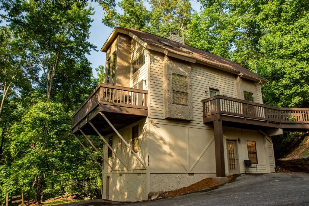 Photo of a Gatlinburg Cabin named Firefly Chalet - This is the sixth photo in the set.