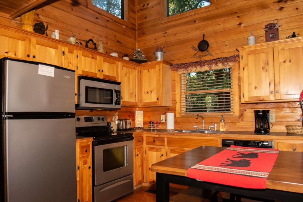 Photo of a Gatlinburg Cabin named Too Cozy - This is the third photo in the set.