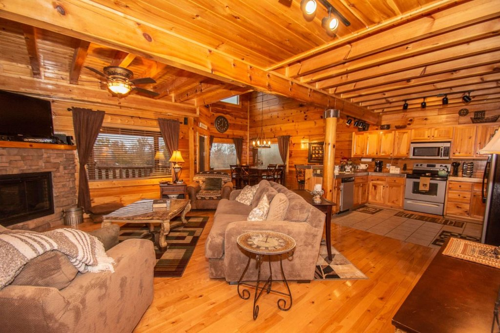 Photo of a Sevierville Cabin named A Bear's-eye View - This is the second photo in the set.