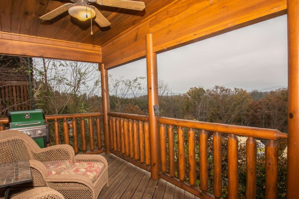 Photo of a Sevierville Cabin named A Bear's-eye View - This is the tenth photo in the set.