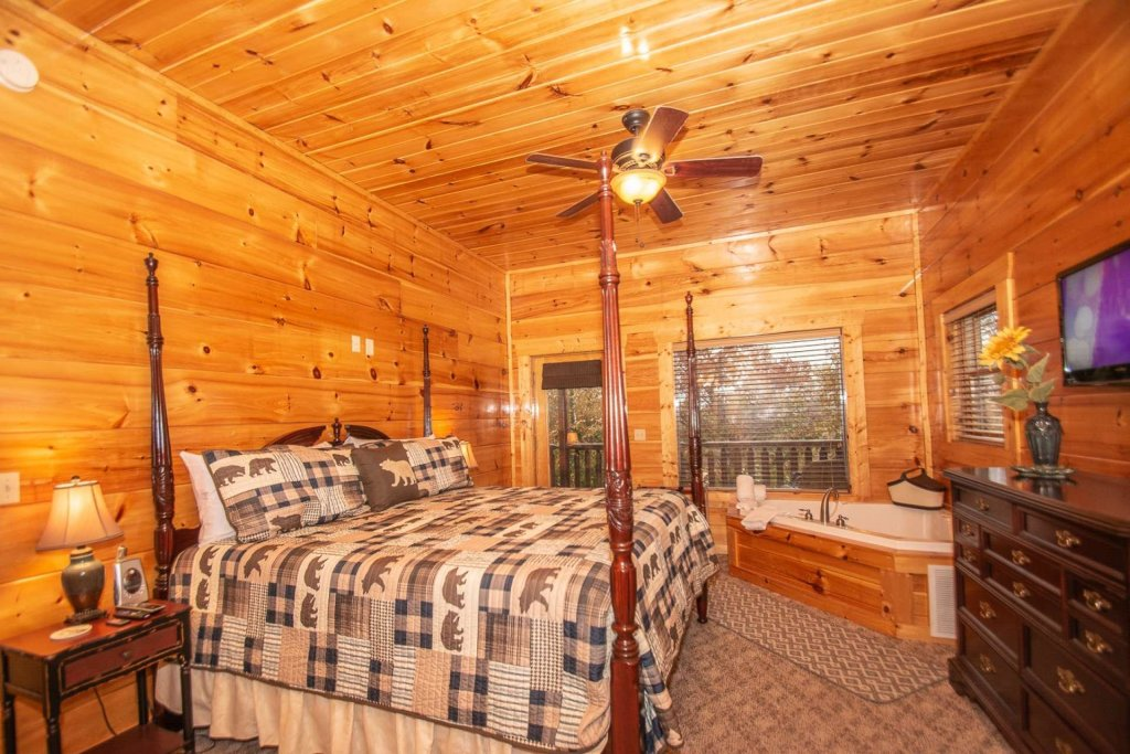Photo of a Sevierville Cabin named A Bear's-eye View - This is the twenty-ninth photo in the set.