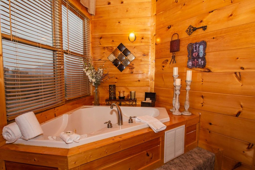 Photo of a Sevierville Cabin named A Bear's-eye View - This is the eighteenth photo in the set.