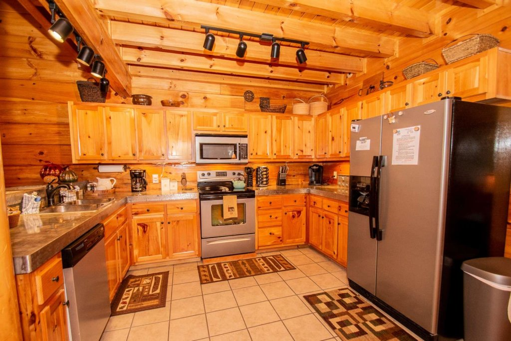 Photo of a Sevierville Cabin named A Bear's-eye View - This is the nineteenth photo in the set.