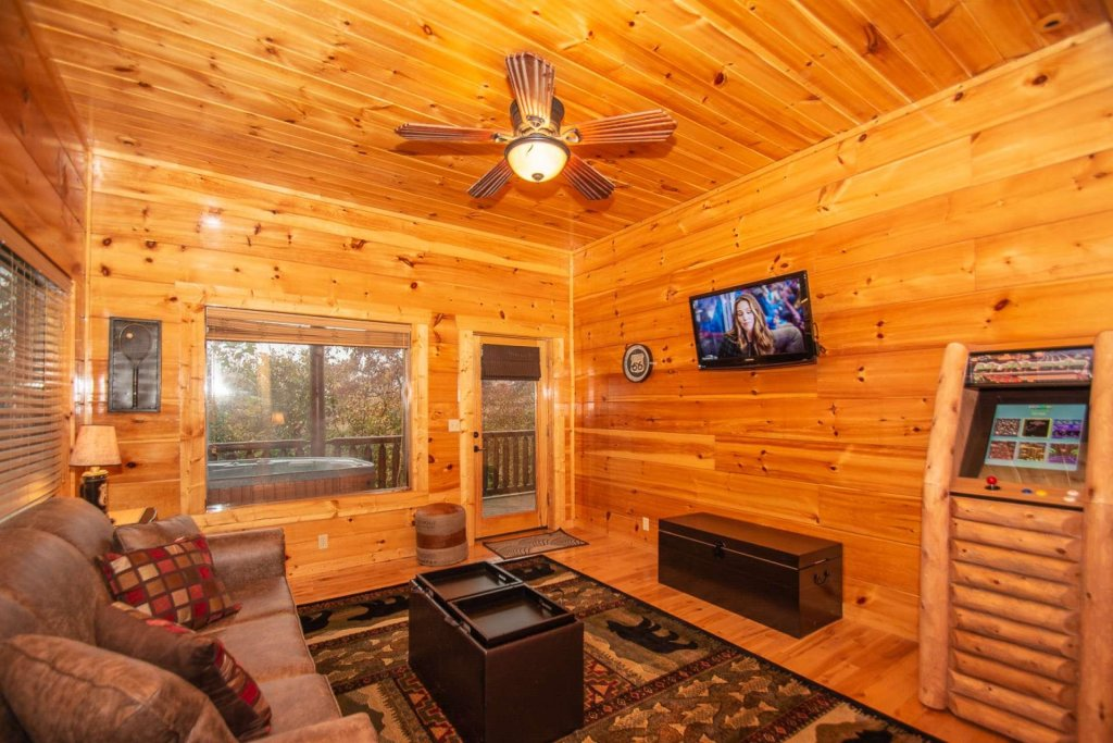 Photo of a Sevierville Cabin named A Bear's-eye View - This is the thirty-seventh photo in the set.