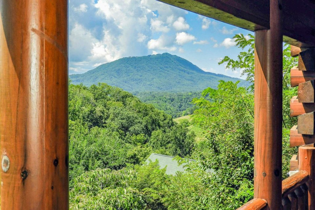 Photo of a Sevierville Cabin named A Bear's-eye View - This is the fifth photo in the set.