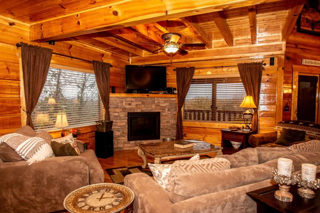 Photo of a Sevierville Cabin named A Bear's-eye View - This is the twelfth photo in the set.