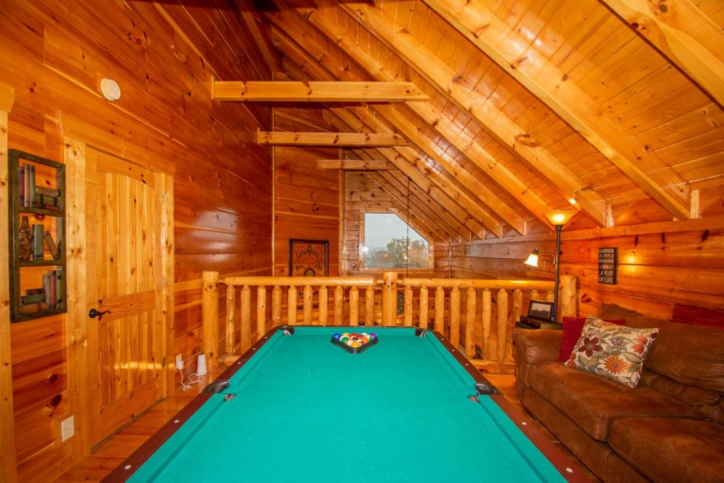 Photo of a Sevierville Cabin named A Bear's-eye View - This is the twentieth photo in the set.